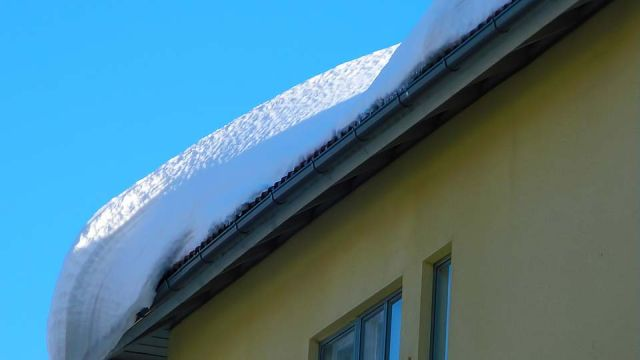 В Ивановской области бабушку убил упавший с крыши снег
