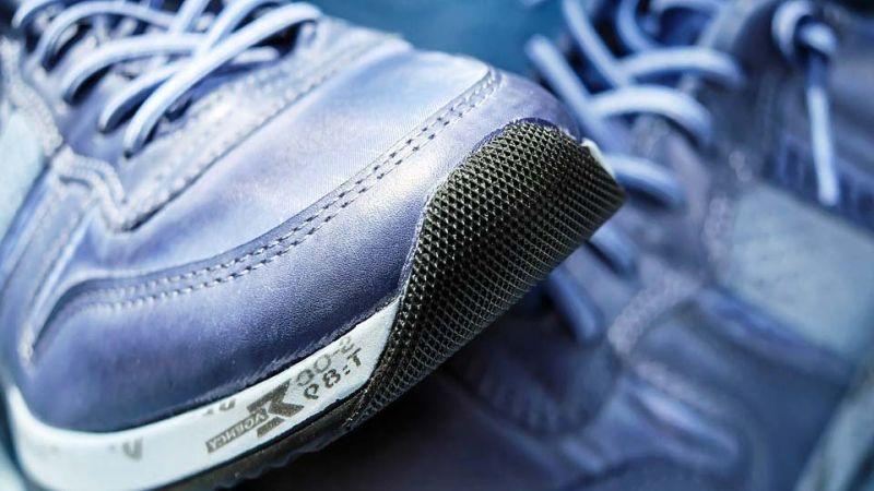 Ивановец за несколько минут похитил из магазина три пары кроссовок