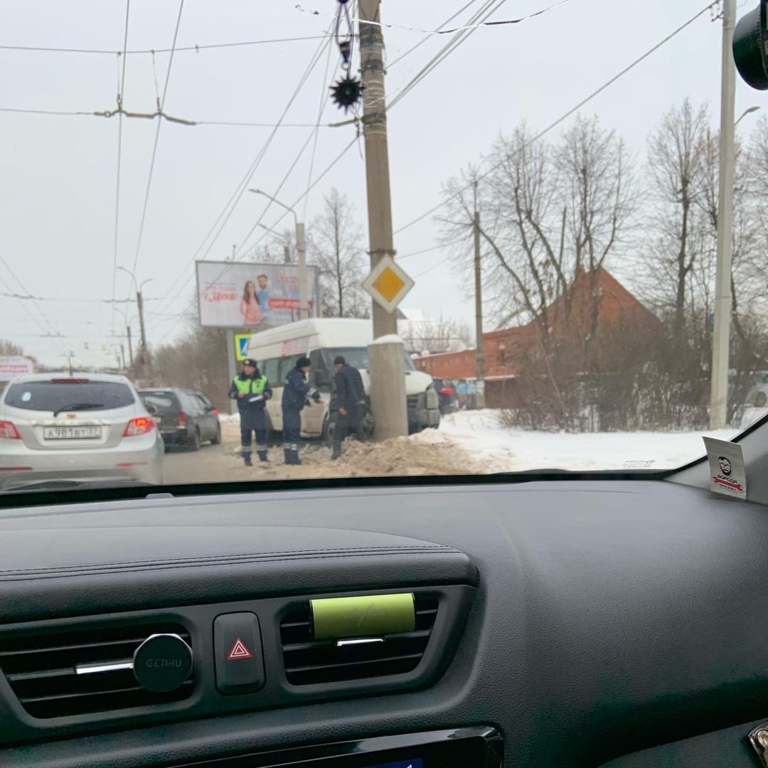 Авария маршрутки на Ермака на видео: водитель попытался скрыть пассажиров