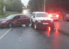 Авария в Шуе: «Джип» вылетел на встречку и врезался в «Шевроле»
