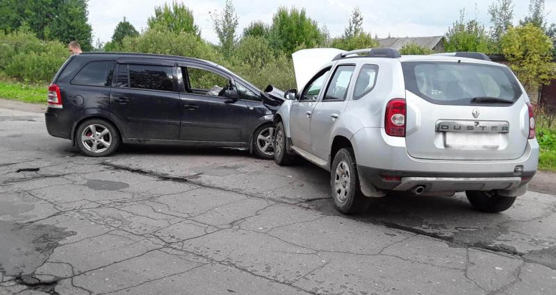 Три человека пострадало в аварии в Лежневском районе