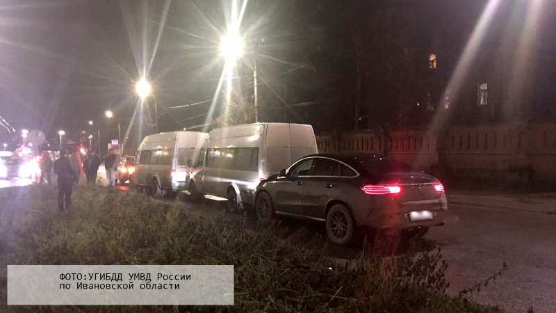 Женщина на Mercedes устроила аварию с двумя маршрутками