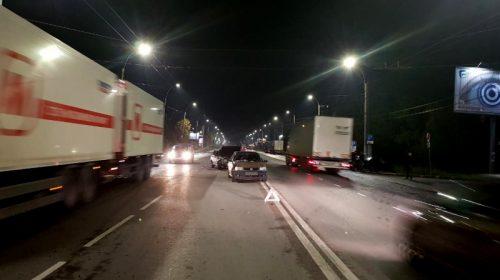 На Станкостроителей «ВАЗ» налетел на стоявший «Фольксваген»