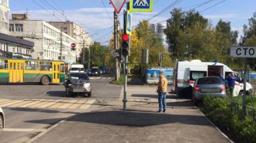 Авария на Кузнецова: автоледи на видео разворачивалась «под кирпич»