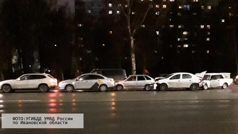 Аварию с пятью машинами на Лежневской: два человека пострадали