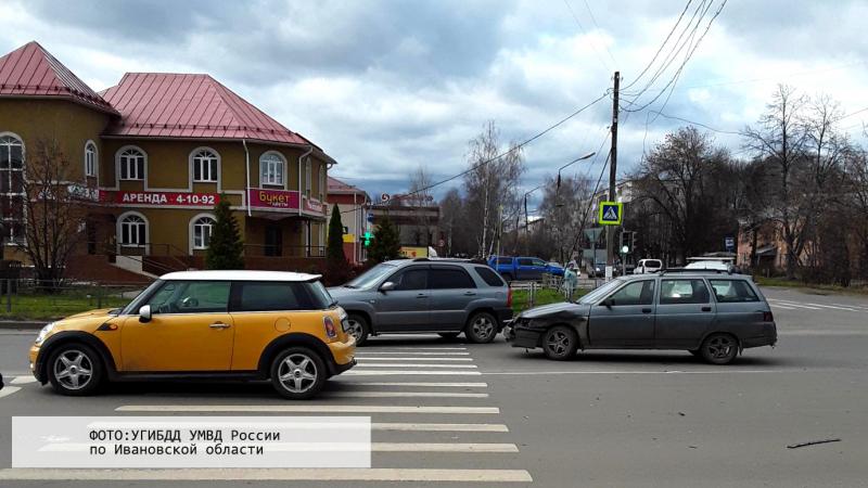 В Шуе девушка на Mini Cooper врезалась в пенсионерку на ВАЗе