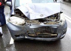 На Ташкентской столкнулись две легковушки: оба водителя пострадали