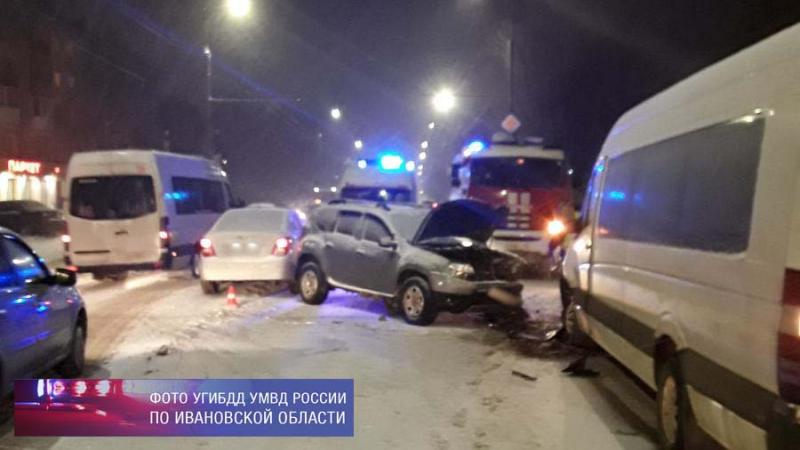 Авария на Куконковых: в маршрутке пострадали шесть пассажиров