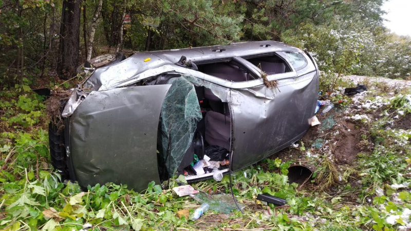 Иномарка слетела в кювет после столкновения с авто в Ивановском районе