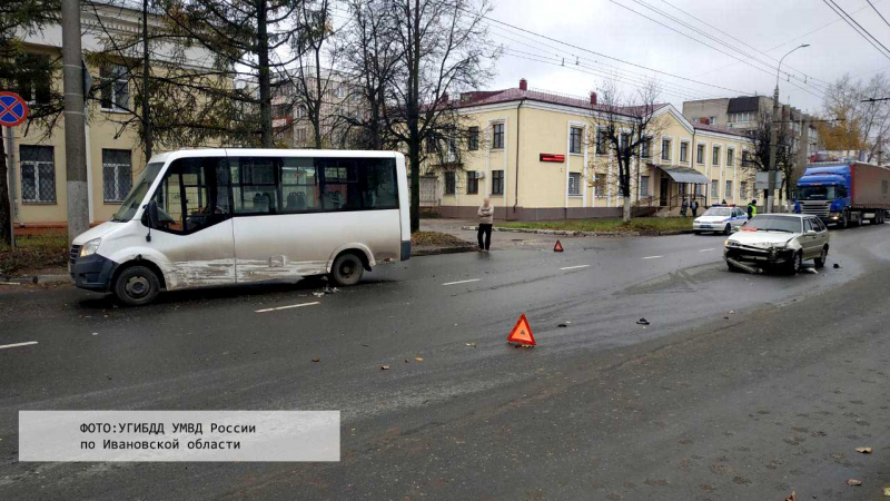 Авария на улице Постышева: «ВАЗ» столкнулся с пассажирским автобусом