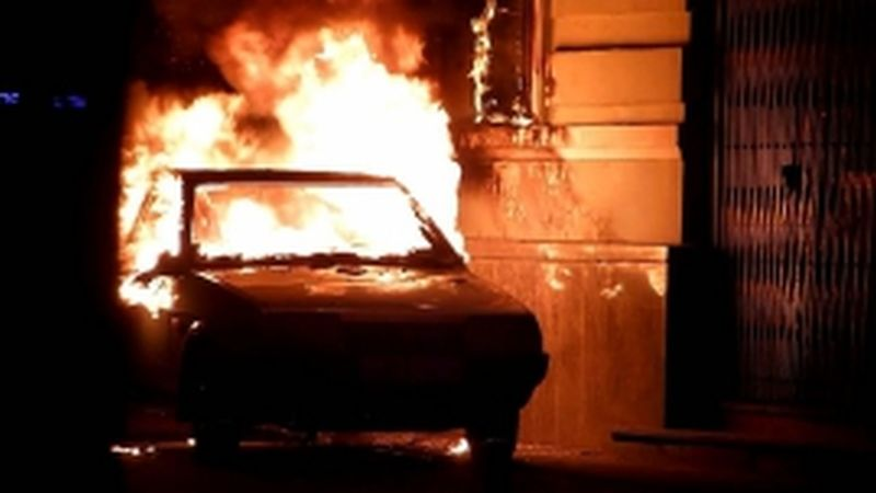 На улице Лежневской ночью загорелся автомобиль