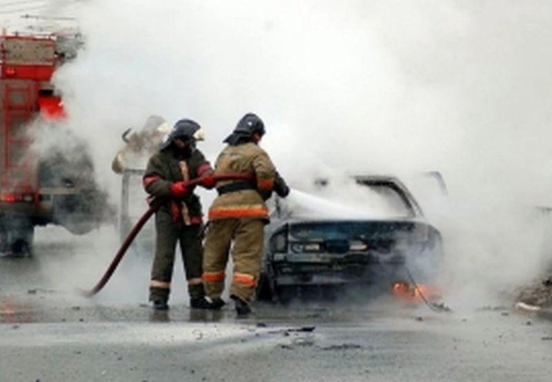 Ночной пожар на улице Станко повредил два автомобиля