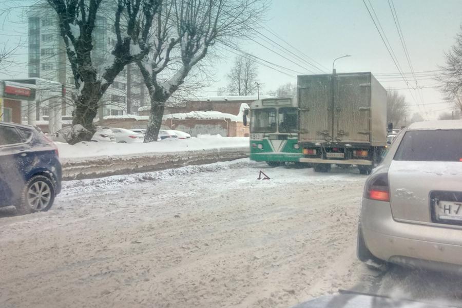 Как трассы в Ивановской области: аварии и снежная каша